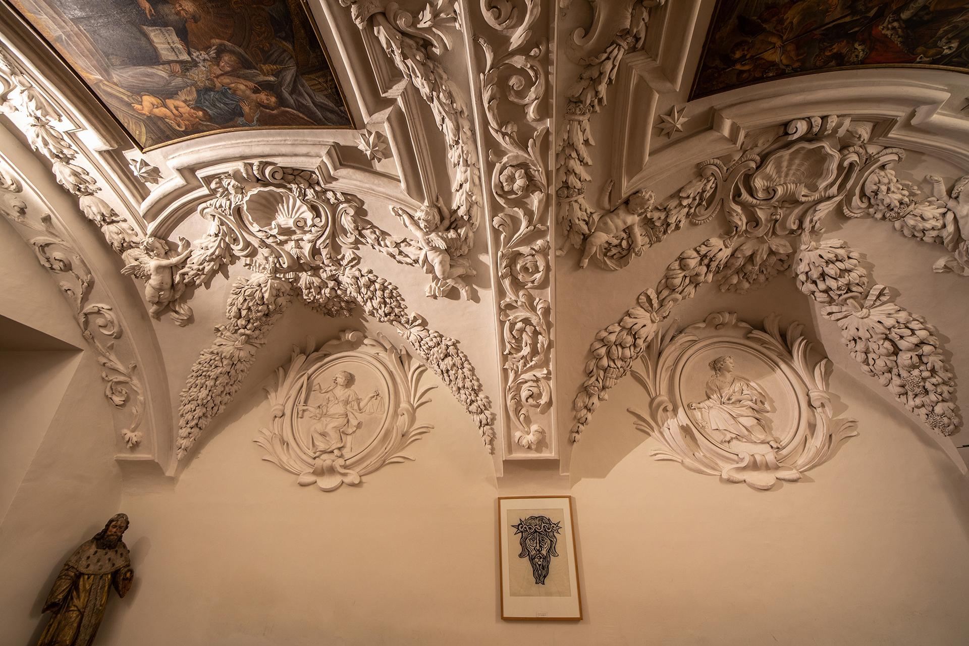 Gewölbe mit Fresken u. Deckengemälde